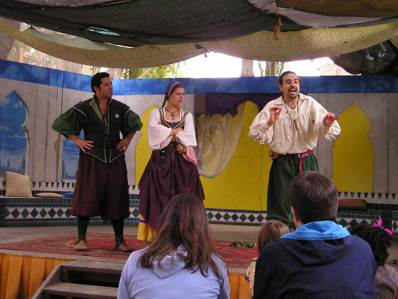 Renaissance Pleasure Faire, Hollister 2006: Marlowe's Shadow does 5 Shakespeare plays in 20 minutes: Brutus(?) goes on about Julius Caesar.