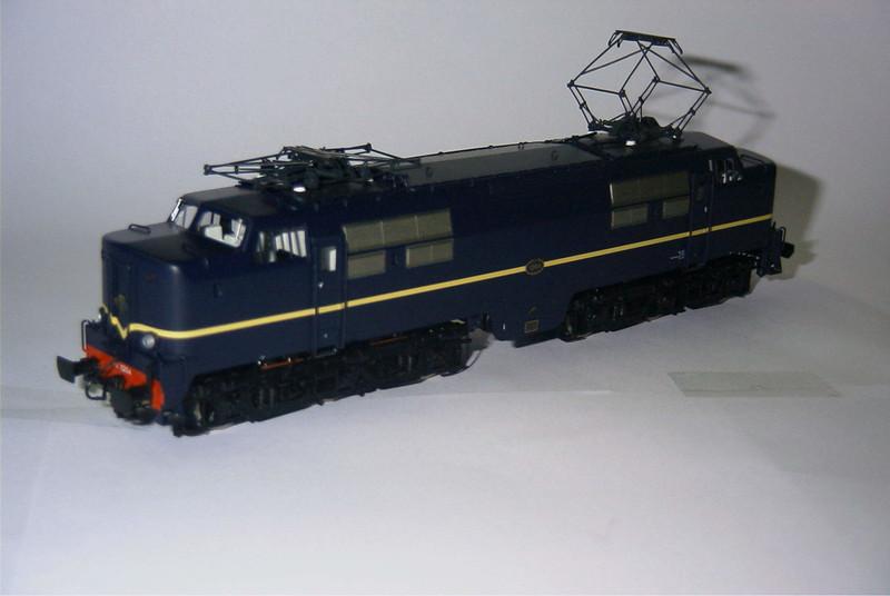 philotrain 870-24-3 1204 berlijns blauw zonder zij3.JPG