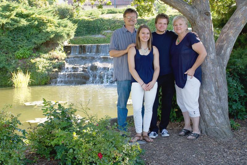 FamilyPortrait_8.20.16_9.jpg