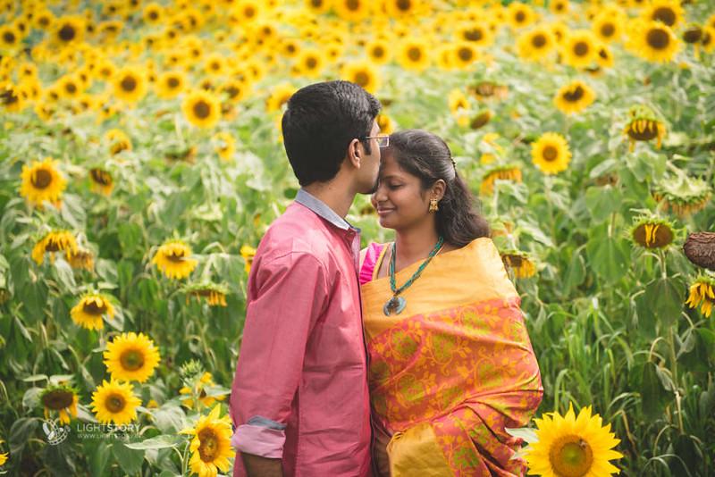LightStory-CoupleShoot-Hassan-Bangalore-Hoysaleswara-Halebidu-Sunflowers-002.jpg