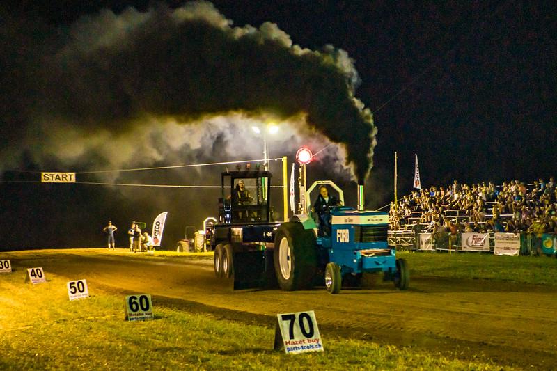 Tractor Pulling 2015-01812.jpg