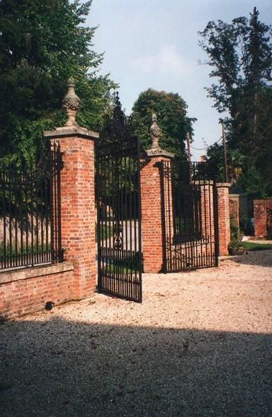 Alresford gates.jpg