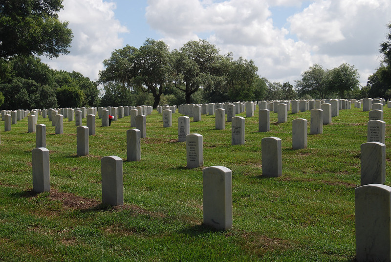 18 Graves at Florida National Cemetery.jpg