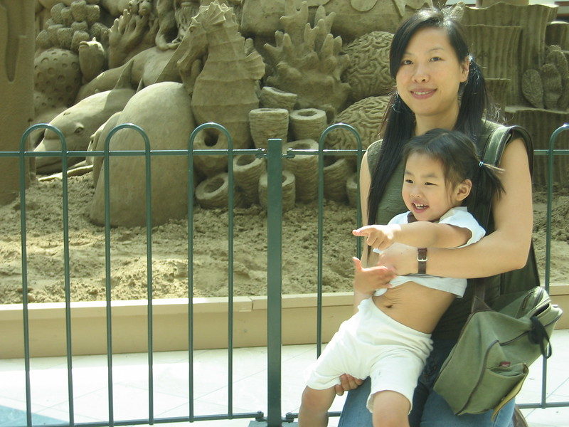 2004-6-Esther-mall-mom3.jpeg