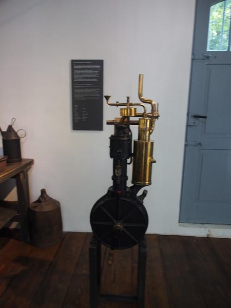 Daimler Shop-1885 prototype motor-grandfather clock.JPG