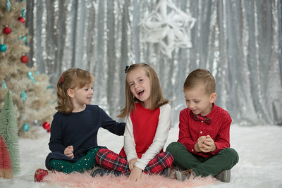 Christmas- Kailahni, Korbin & Kyeli Cahill Siblings- Christmas Holiday Mini Photo Session Family Kids Brother Sisters Western Mass New England Photo Studio Westfield Ma Massachusetts Retro Vintage Kimberly Hatch Photography Northampton Amherst Hadley Long