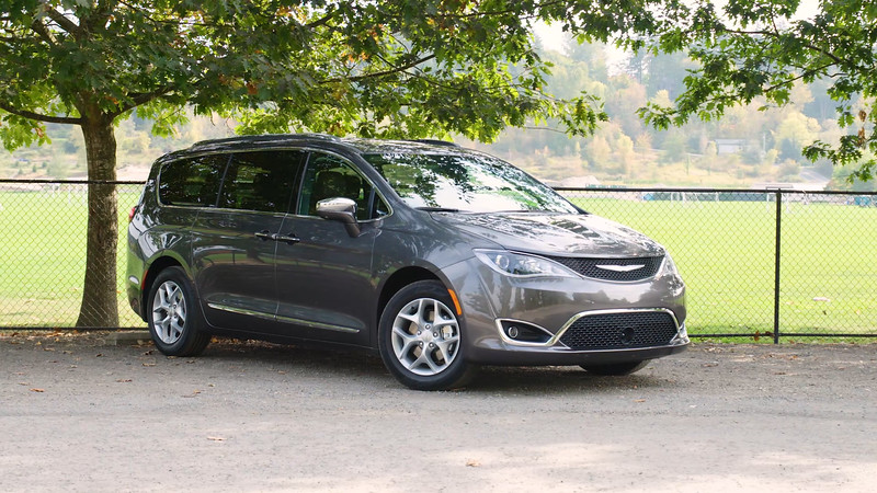 2017 Chrysler Pacifica Limited Parked Reel