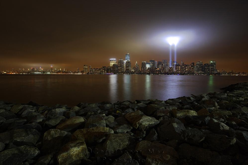 IMAGE: http://www.christophergmoy.com/New-York-City/Tribute-In-Light-10th/i-HnM6kPT/0/X3/WH2K4634-X3.jpg
