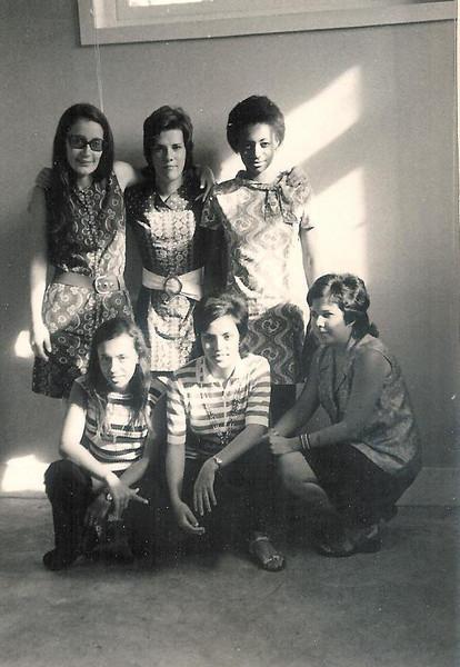 Tita Canhao Veloso, Luisa Santos, Clara Barbosa, Teresa Caetano, Elisa Teixeira e Luisa Aragao e Brito