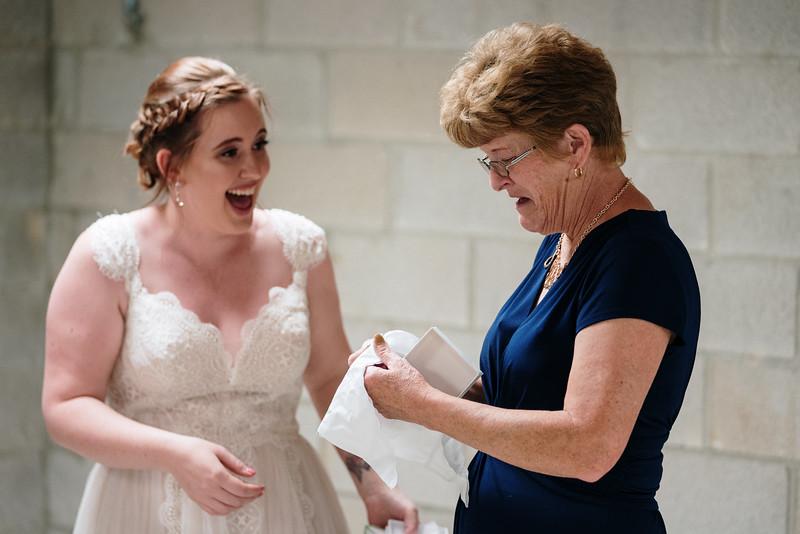 rustic_ohio__fall_barn_wedding-167.jpg