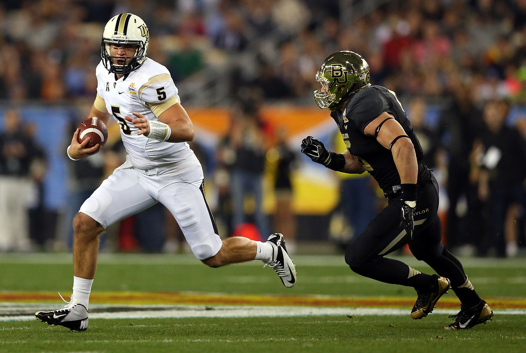 . GLENDALE, AZ - JANUARY 01:  Quarterback Blake Bortles #5 of the UCF Knights is chased by linebacker Eddie Lackey #5 of the Baylor Bears during the Tostitos Fiesta Bowl at University of Phoenix Stadium on January 1, 2014 in Glendale, Arizona.  (Photo by Ronald Martinez/Getty Images)