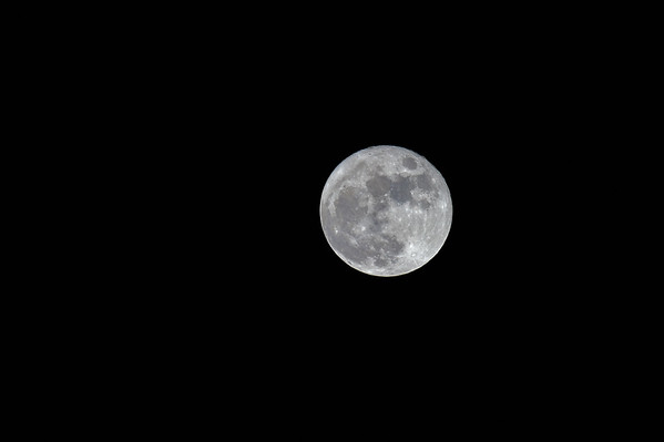 12-215 Rare Full Moon Christmas Day, First since 1977
