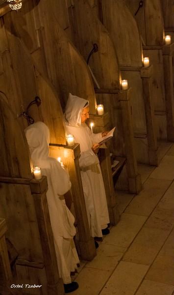 נזירות נרות2.jpg