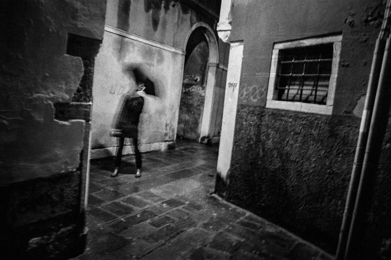 UMBRELLA_GIRL_VENEZIA.jpg