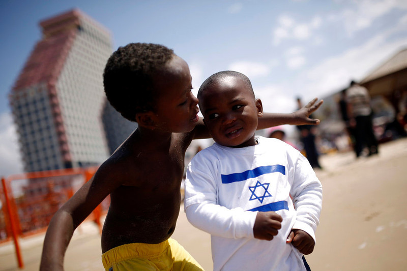 . Children of migrant workers play on a beach in Tel Aviv, on Israel\'s Independence Day, marking the 65th anniversary of the creation of the state, April 16, 2013. REUTERS/Amir Cohen
