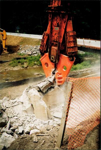 NPK M38G concrete pulverizer on excavator-C&D recycling (7).JPG