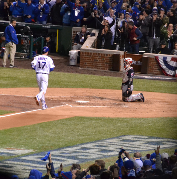 Kris Bryant puts the Cubs on the board and ties the game at 1.
