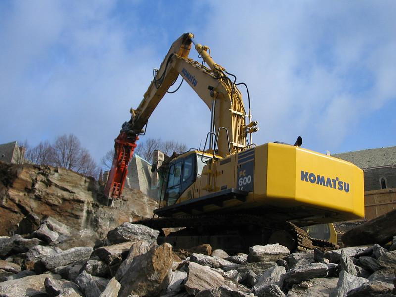 NPK GH30 hydraulic hammer on Komatsu PC600LC excavator (1).jpg