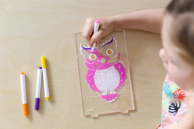 Aloka-ColourMe-LED-Owl-Luminous-distribution-with-Pens-lifestyle-13.jpg
