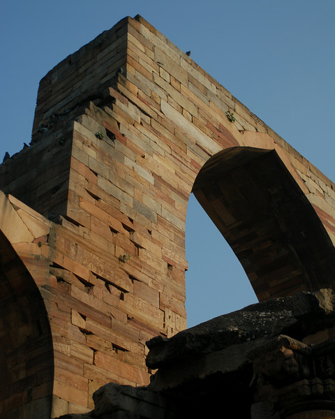 qutob minar arch.jpg