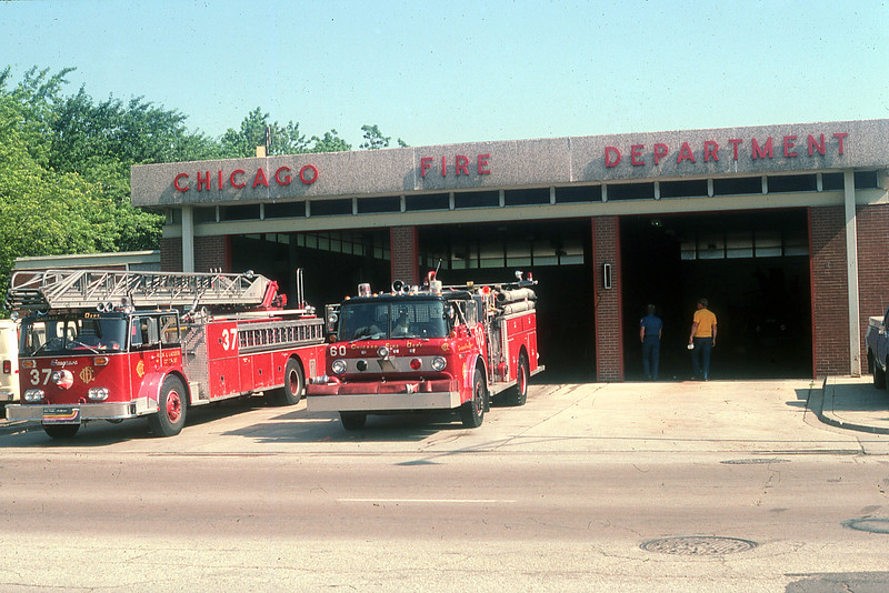 CHICAGO  ENGINE 60  FORD C8000 - E-ONE AND TRUCK 37  SEAGRAVE 100'.jpg
