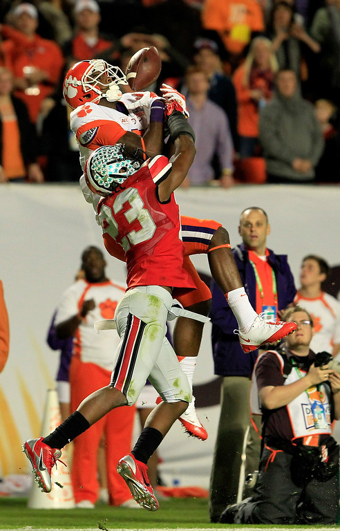 . MIAMI GARDENS, FL - JANUARY 03: Mike Williams #7 of the Clemson Tigers fails to catch a ball against Tyvis Powell #23 of the Ohio State Buckeyes in the third quarter during the Discover Orange Bowl at Sun Life Stadium on January 3, 2014 in Miami Gardens, Florida.  (Photo by Chris Trotman/Getty Images)