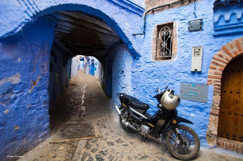 אופנוע ברחוב.jpg