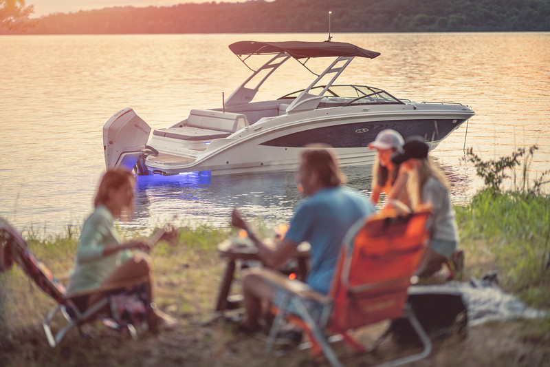 2021-SDX-270-Outboard-SDO270-lifestyle-starboard-family-camping-accent-lighting-twilight-04435.jpg
