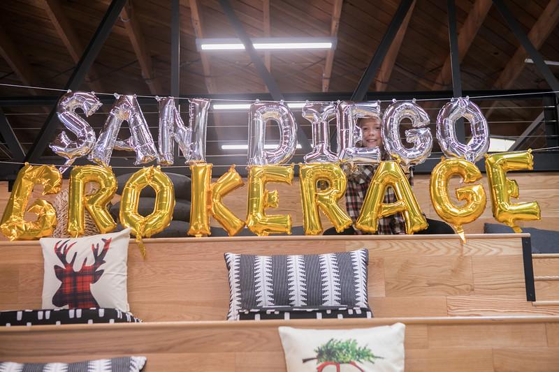 20191123_DannyDavis-SanDiegoBrokerage-HolidayParty_0120.jpg