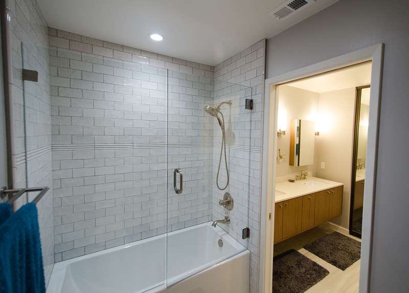 sleek-bathroom-006.jpg