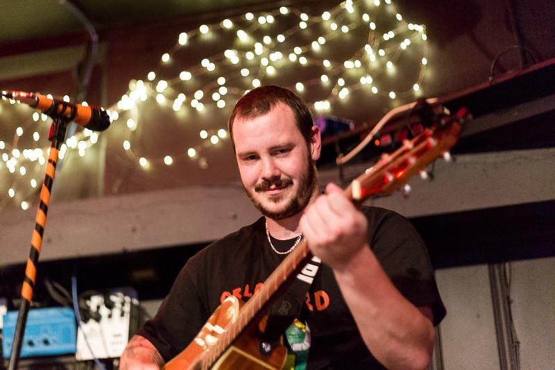 Twist Cap @ Bar L'Entre-Nous Photos: Thomas Courtois for Studio-Horatio http://www.Studio-Horatio.fr