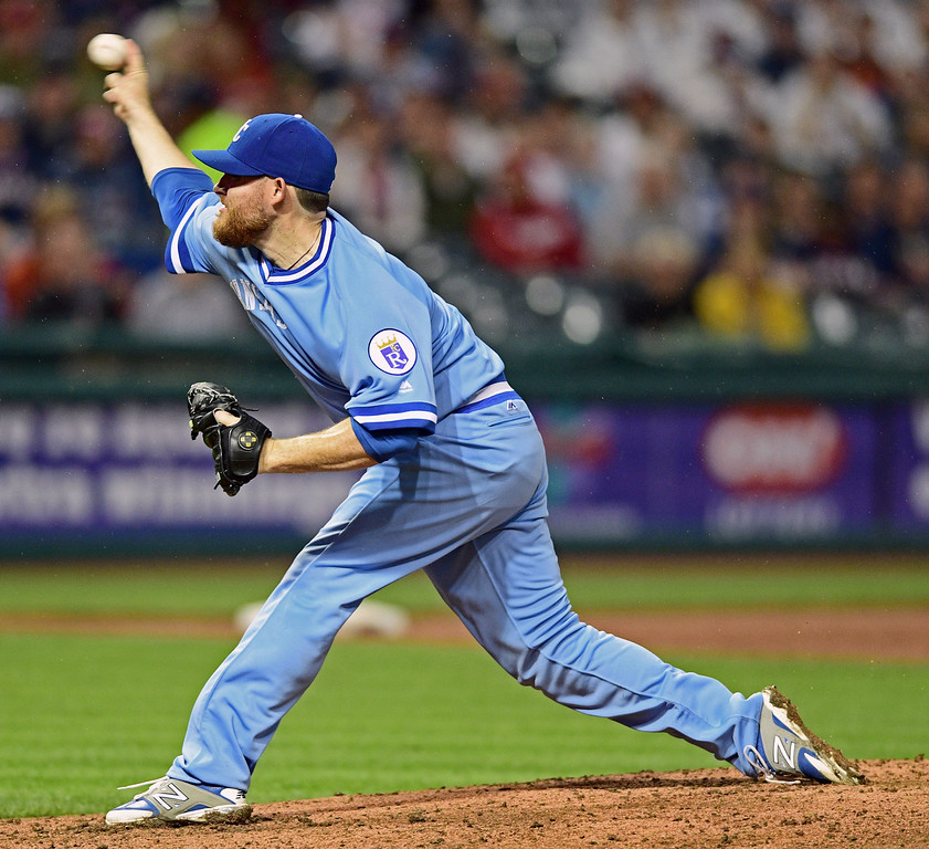 . Kansas City Royals starting pitcher Ian Kennedy delivers in the fourth inning of a baseball game against the Cleveland Indians, Saturday, June 4, 2016, in Cleveland, Ohio. (AP Photo/David Dermer)