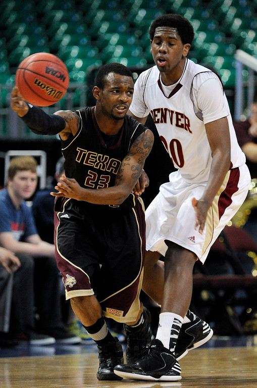. Texas State\'s Deonte\' Jones (23) passes the ball as Denver\'s Royce O\'Neale guards during the second half of a Western Athletic Conference tournament NCAA college basketball game on Thursday, March 14, 2013, in Las Vegas. Texas State won 72-68. (AP Photo/David Becker)