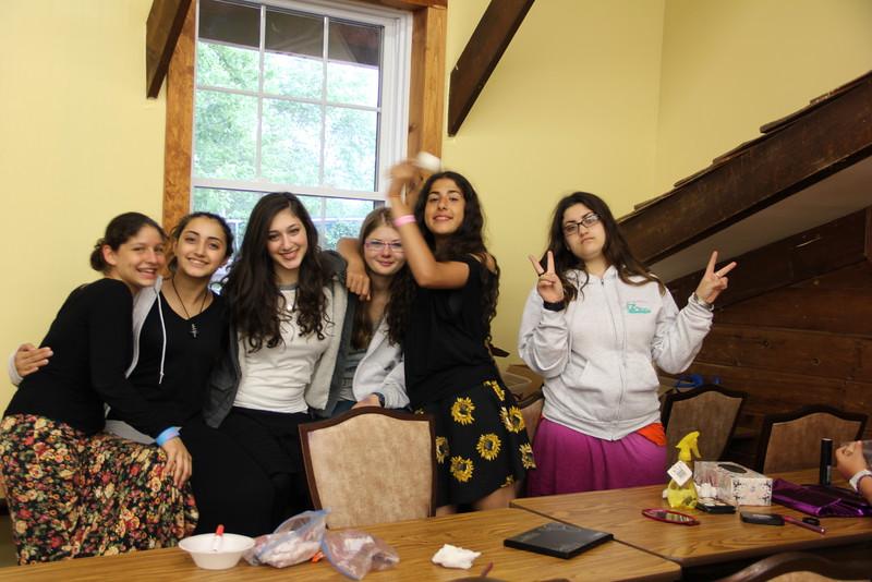 kars4kids_thezone_camp_girlsDivsion_activities_Workshops_Makeup (5).JPG