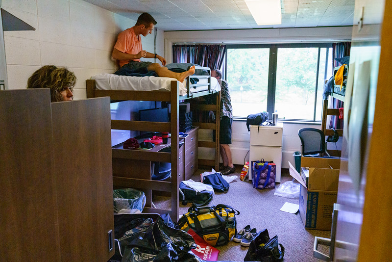 RHIT_Freshman_Move_In_Day_2019-8695.jpg