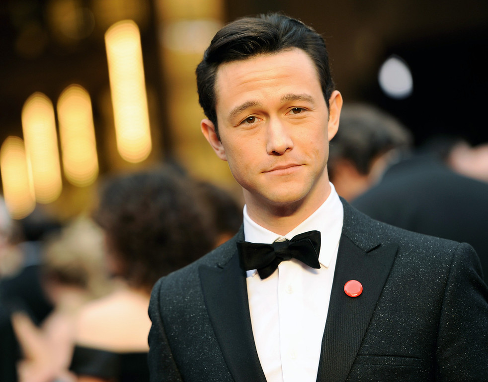 . Joseph Gordon-Levitt arrives at the Oscars on Sunday, March 2, 2014, at the Dolby Theatre in Los Angeles.  (Photo by Chris Pizzello/Invision/AP)