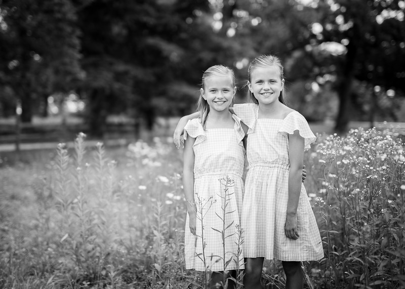Girls in Tall Grass bw (3 of 6).jpg
