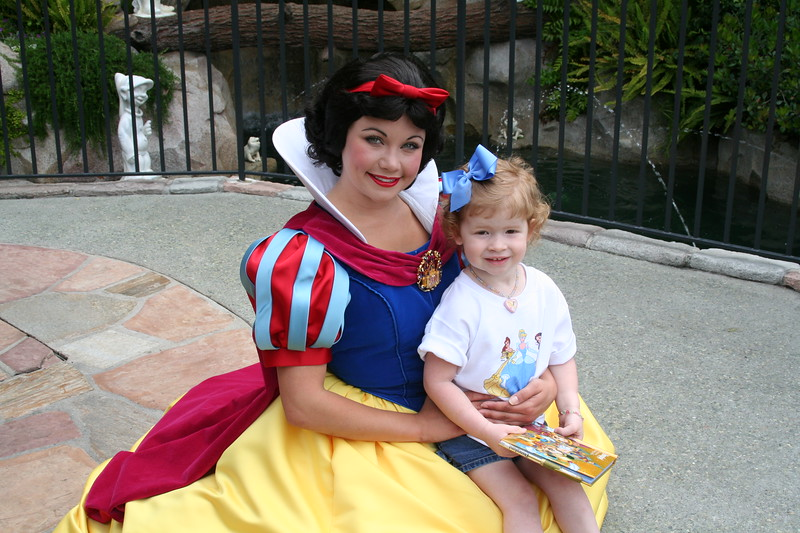 Snow White was adorable, she told Maren she had a blue bow too!