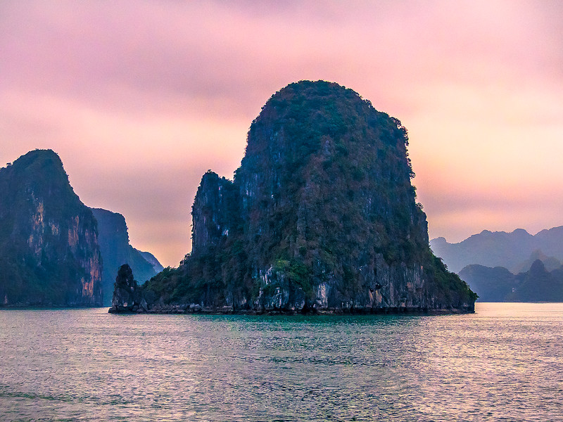 HaLong Bay Vietnam Cruise_P1090258.jpg