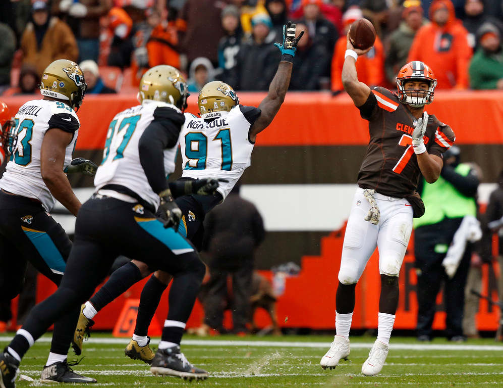 . Cleveland Browns quarterback DeShone Kizer (7) passes against the Jacksonville Jaguars in the first half of an NFL football game, Sunday, Nov. 19, 2017, in Cleveland. (AP Photo/Ron Schwane)