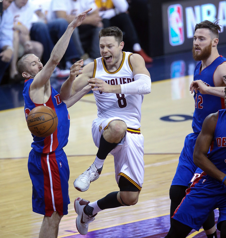 . Detroit Pistons\' Steve Blake defends against Cleveland Cavaliers\' Matthew Dellavedova during the first half of Game 1 of a first-round NBA basketball playoff series, Sunday, April 17, 2016, in Cleveland. (Kirthmon F. Dozier/Detroit Free Press via AP)