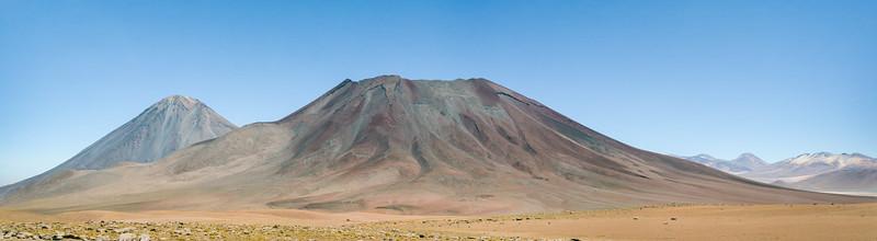 Volcan Jurique, Licancabur Volcano in the distance