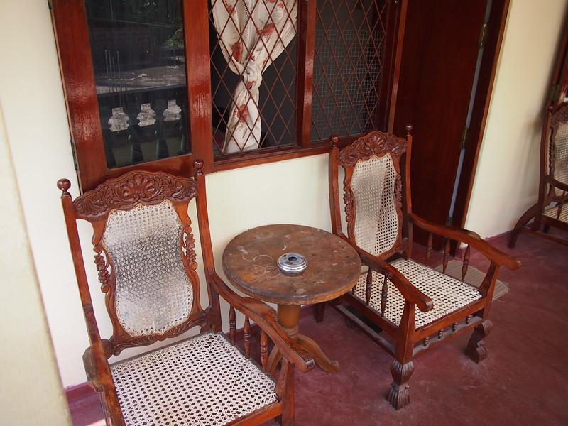 P2209010-room-chairs.JPG