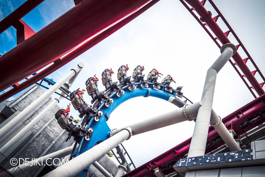 Universal Studios Singapore - Park Update September 2016 / Battlestar Galactica vertical loop blue and grey