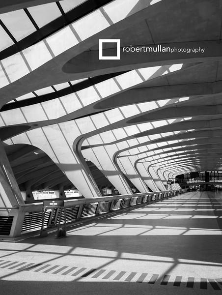 Lyon Airport inside.jpg