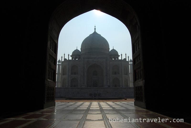 Taj Mahal framed into the sun (3).jpg