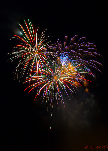 070417 Luray VA Downtown Fireworks - Multicolor Sea Urchins with Dotted Short Melon Green Streamers-0944.jpg