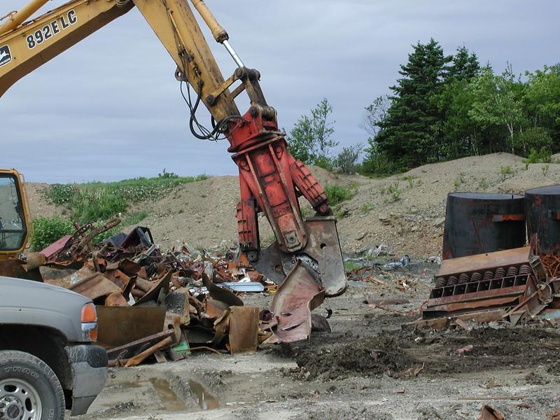 NPK M28K material processor on Cat excavator - scrap recycling (8).JPG