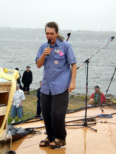 leslie_jewett_2004_speaker2.jpg