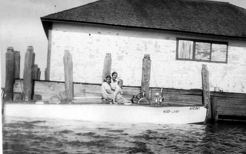 Kid J_Gayla_Cor_Spike_1938_Blaine boathouse_Dodge 21A Runabout_Horace Dodge.jpg